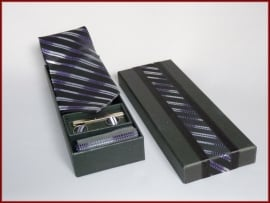 4-delige Stropdasset  in zwart-paars-witte streep (500)