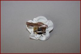 Haarklem satijnen bloem met kraaltjes Wit - Ivoor (422)