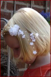 Haarklem met bloemetjes-kraaltjes Wit en Ivoor (454)