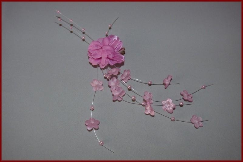 Haarklem met bloemetjes en kraaltjes Roze (454)