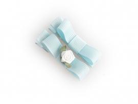 Lokknipje met lint lichtblauw met wit roosje