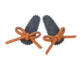 Babyhaarspeldjes blauw spijkerstof met bruin suede strikje