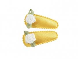Babyhaarspeldjes okergeel satijn met wit roosje