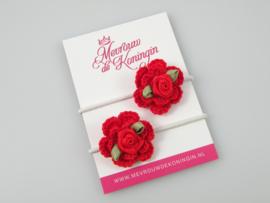 Gehaakte bloem rood met rood roosje