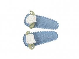 Babyhaarspeldjes lichtblauwe spijkerstof met wit roosje