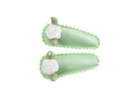 Babyhaarspeldjes groen satijn met wit roosje