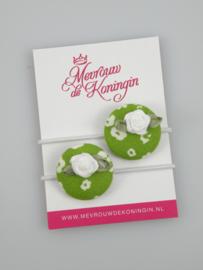 Stofknoop groen gebloemd met wit roosje