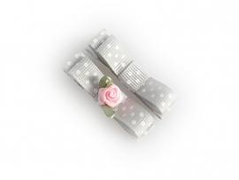 Lokknipje met lint grijs gestipt met roze roosje