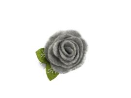 Haarbloem vilten bloem met blaadje grijs