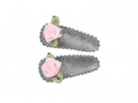 Babyhaarspeldjes grijs fluweel met roze roosje