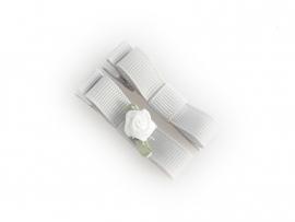 Lokknipje met lint grijs met wit roosje