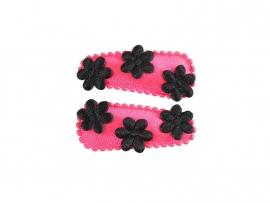 Babyhaarspeldjes felroze/coral satijn met zwarte bloemen