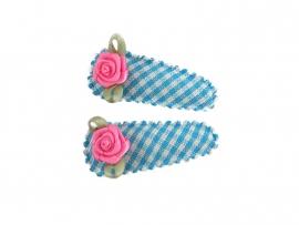 Babyhaarspeldjes lichtblauw geruit met fuchsia roosje