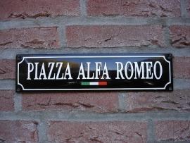 PIAZZA ALFA ROMEO TRICOLORE
