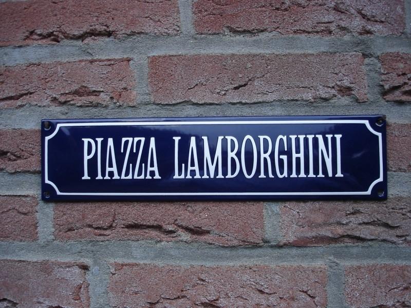 PIAZZA LAMBORGHINI