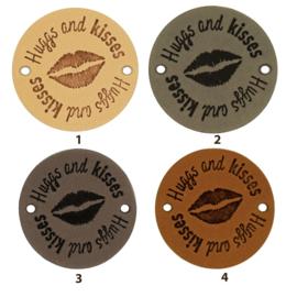 Leren label rond 3,5 cm - Hugs and kisses 💋 - 2 stuks