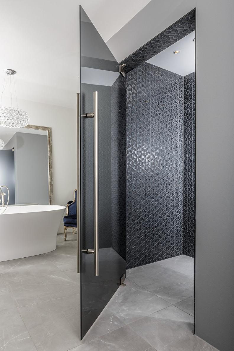 modrene linloopdouche in klassieke badkamer
