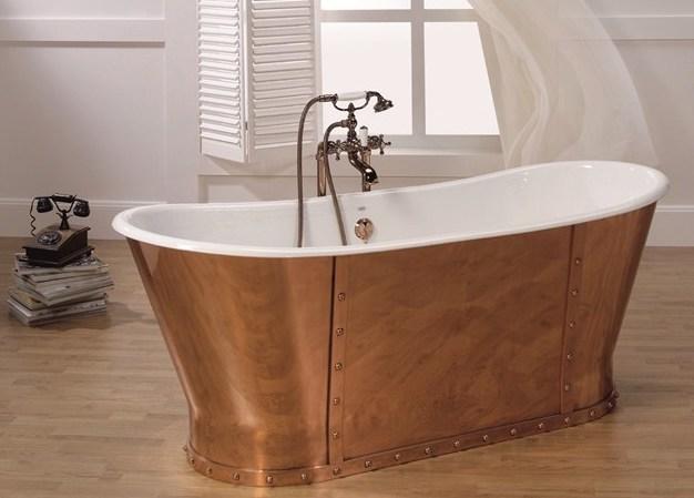 klassieke badkamer, klassieke koperen vrijstaand bad