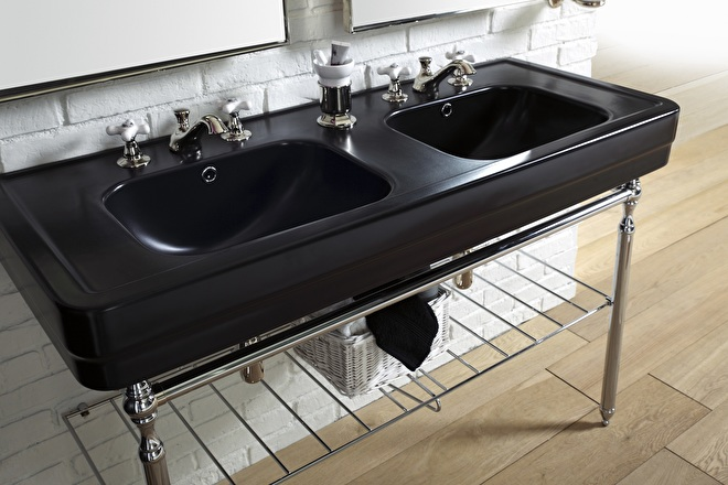 art deco dubbele zwarte wastafel met handoekrek