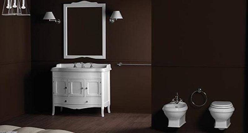 klassieke witte badkamermeubel met landelijke wastafel met onderkast hout, klassieke wandcloset en bidet