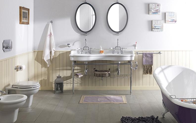 klassieke badkamer, dubbele wastafel met handoek rek