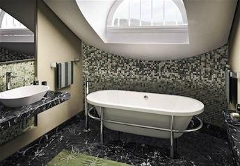 klassieke badkamer met klassieke badmengkraan