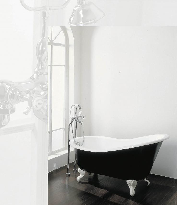 klassieke badkamer met badmengkraan op poten