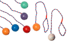 rubberbal met bel aan touw 7 cm
