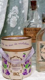 Oud Frans zeepdoosje met 3 zeepjes VERKOCHT