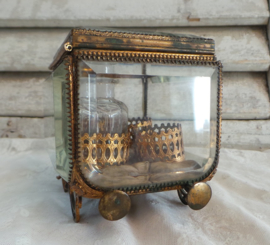 Antiek boudoir glas kastje GERESERVEERD
