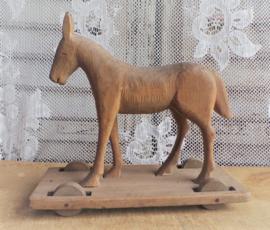 Oud speelgoed paardje