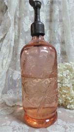 Oude roze spuitfles met monogram VERKOCHT