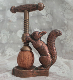 oude bronzen notenkraker eekhoorn VERKOCHT