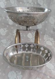 Oud zeep en sponsbakje VERKOCHT