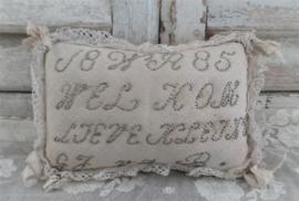 Oude speldenkussen met tekst VERKOCHT