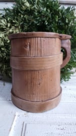Oude houten melkpul