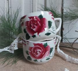 2 Oude kopjes, rozen VERKOCHT