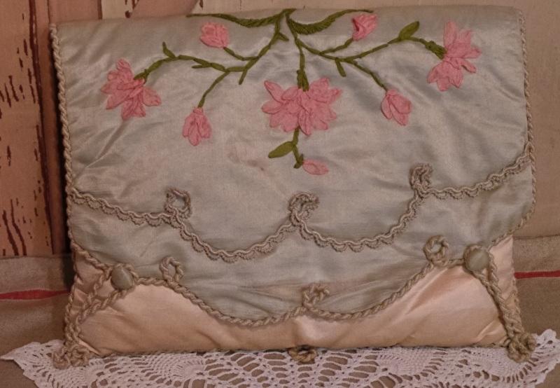 Oude kousenhoes met lint bloemwerk VERKOCHT