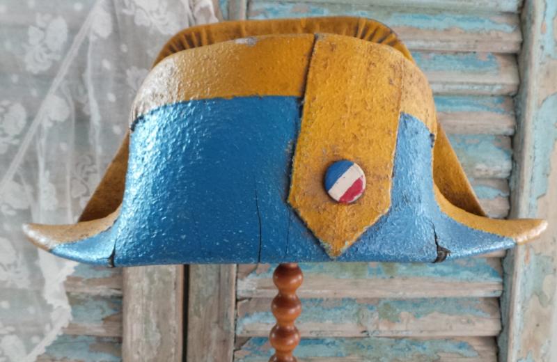 Oude Napoleon steek van papier maché