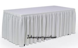 Buffet tafel met witte plooi rok
