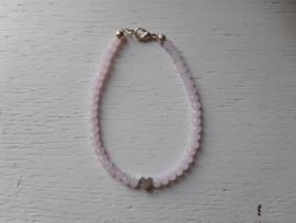 Armbandje, roze met hartje