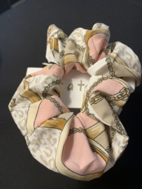 scrunchy pink/beige leopard and chaines