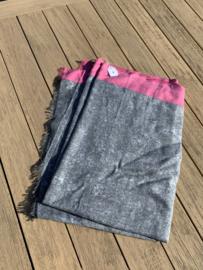 sjaal grijs gevlekt met roze