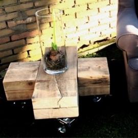 Kruistafel van oude houten balken