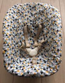 Newborn 'Driehoek oker-zwart-licht blauw'