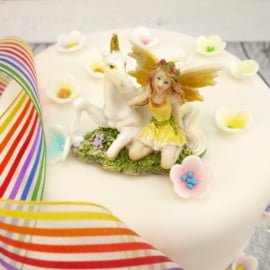 Fee met eenhoorn (yellow) cake topper