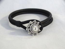 Armband met lus om Zeeuwse knop