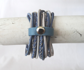 Wrap around armband in jeanstinten