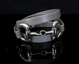 Armband met chique tussenzetsel paardenbit