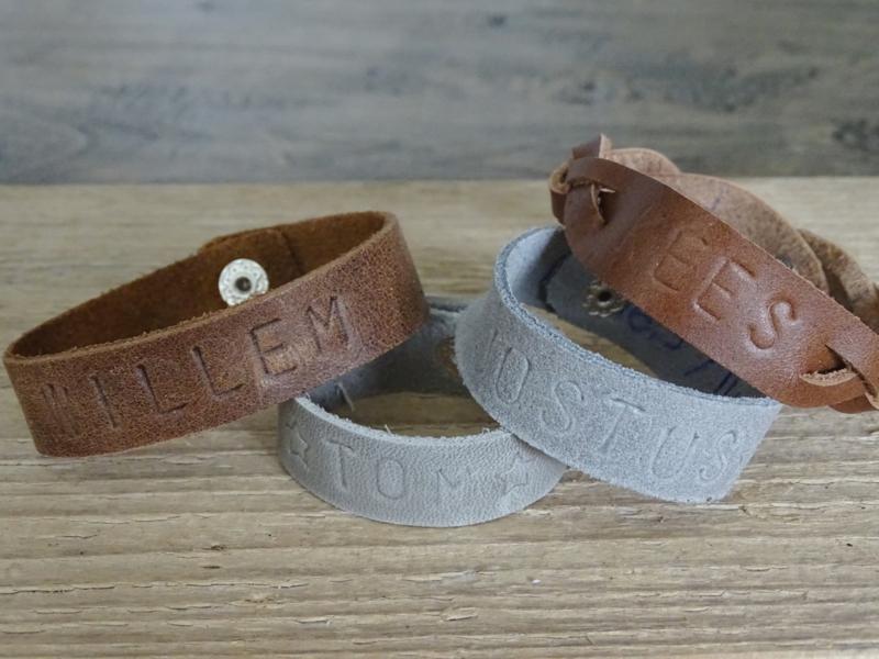 Leren armband met naam voor volwassene
